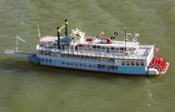 ready-to-run-rc-creole-queen-paddlewheeler-st-1401061993-jpg