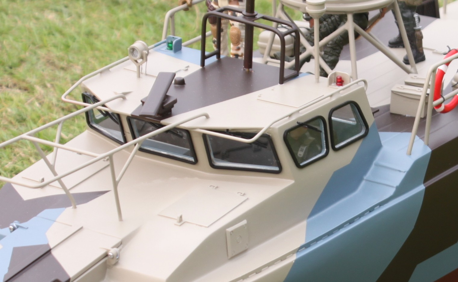 RC HUGE READY TO RUN CB 90 RIVERINE COMMAND ASSAULT BOAT US NAVY