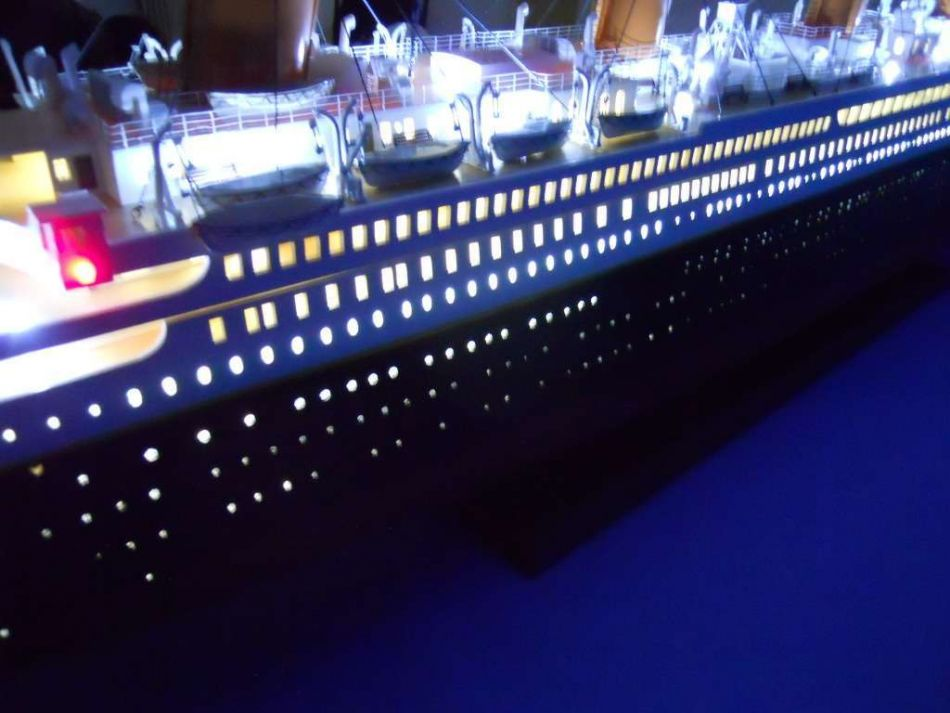 GIANT INCH TITANIC FULL LIGHTED SHIP The Scale Modeler - Remote control cruise ship